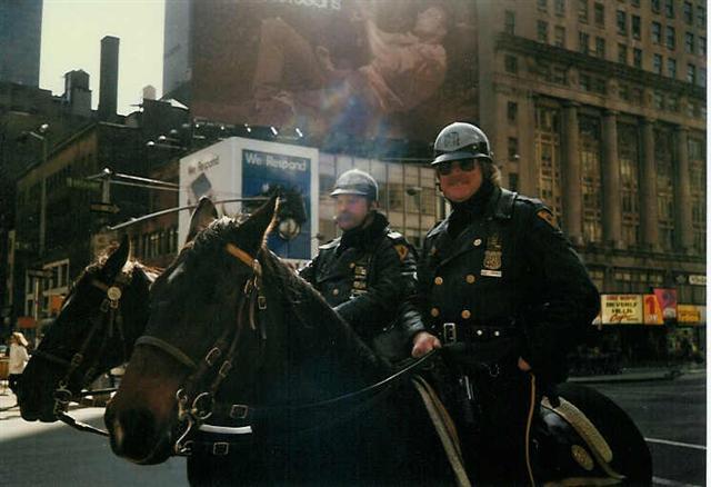 騎馬警察官